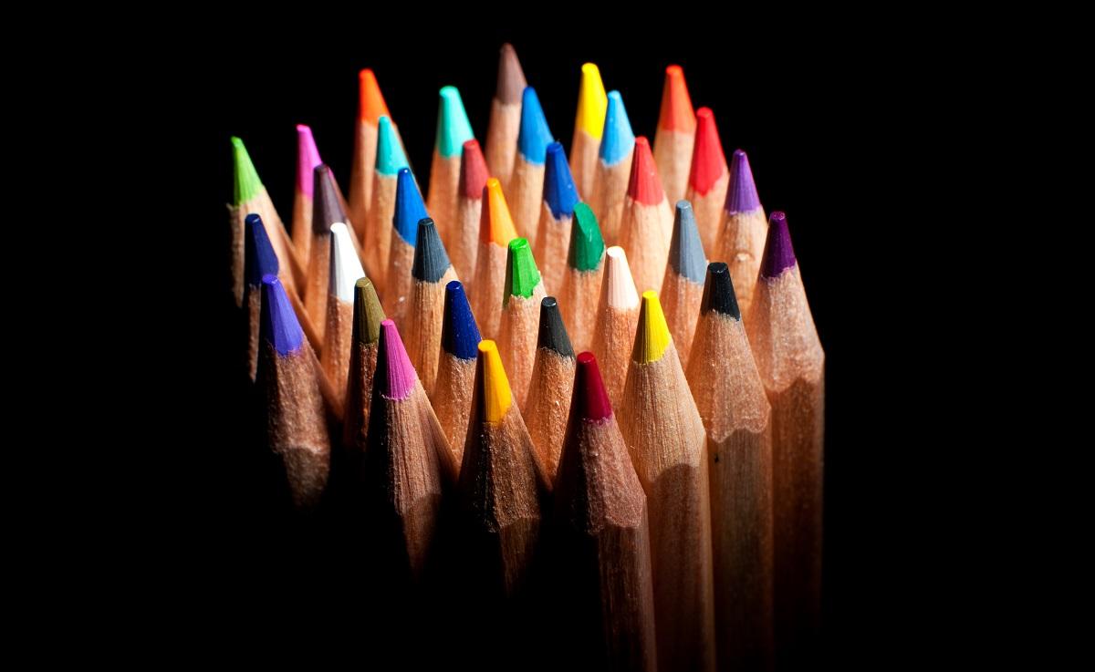 Ce culoare au atomii?