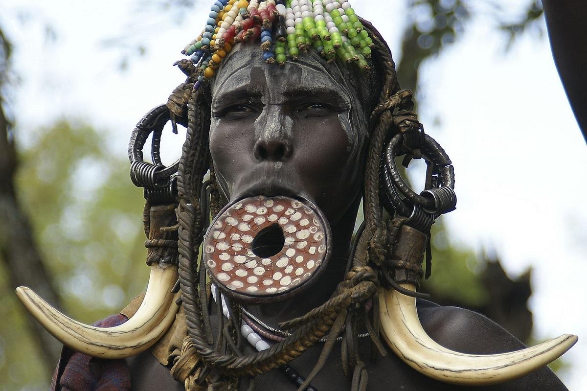 Triburile din Valea Omo
